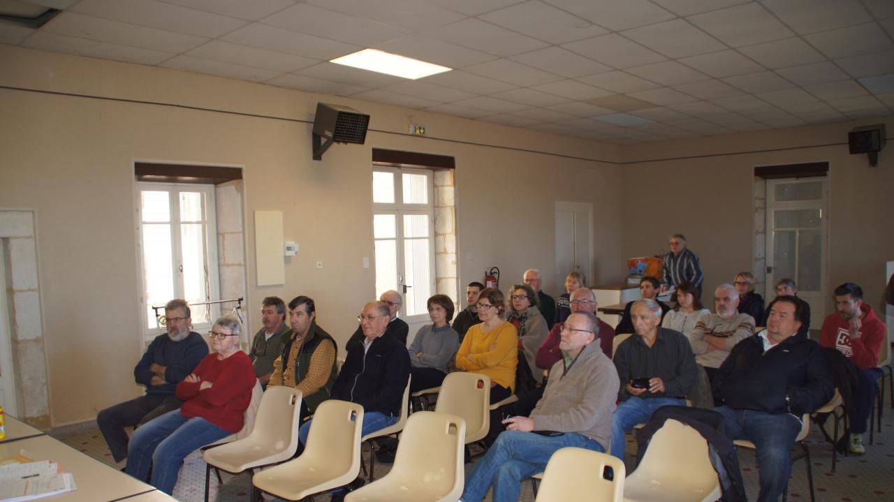 Une assemblée à l'écoute lors de la création