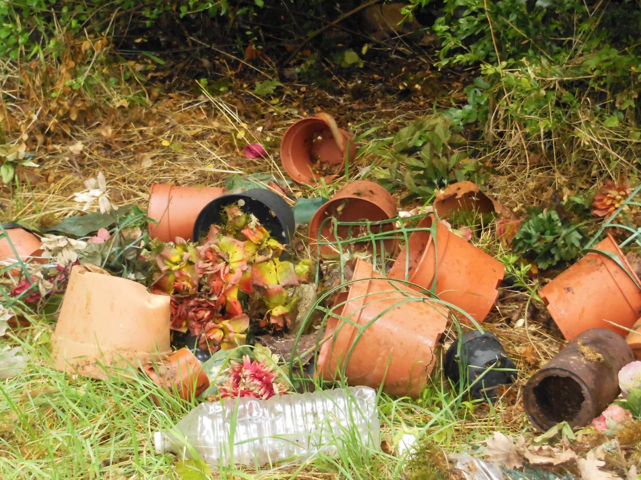 Nettoyage contre-bas du cimetière