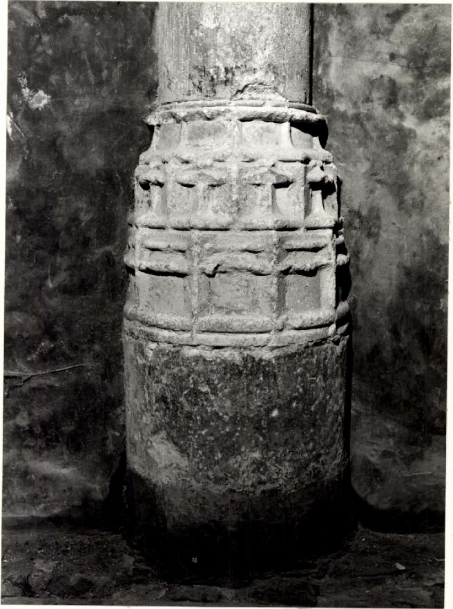 Base de la colonne n°1
